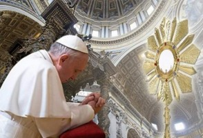 Picture of Pope Francis adoring the Blessed Sacrament