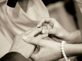 Picture of exchange of rings at wedding